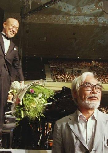 Hayao Miyazaki e Joe Hisaishi durante un evento