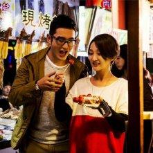 Women Who Flirt: Huang Xiaoming insieme a Zhou Xun in una scena del film