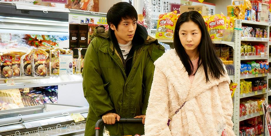 Kabukicho Love Hotel: Eun woo Lee insieme a Roy 5tion in una scena del film
