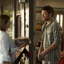 Cake: Jennifer Aniston con Sam Worthington in una scena del film