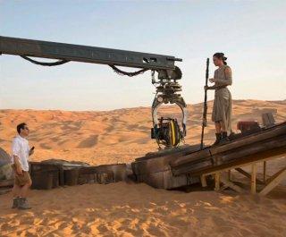 Star Wars: Episodio VII - Il risveglio della Forza - Daisy Ridley sul set con J.J. Abrams