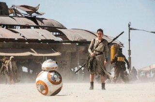 Star Wars VII: Il risveglio della forza - Daisy Ridley insieme a BB-8