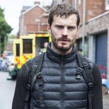 The Fall: Paul Spector (Jamie Dornan) mentre cammina per le strade della sua città