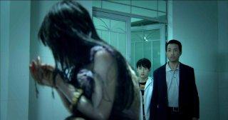 Hollow: Jayve Mai The Hiep in una scena dell'horror