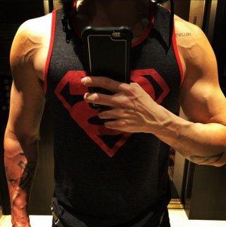 Jared Leto, un selfie con canotta di Superman