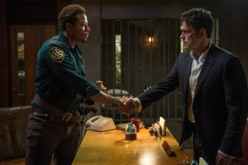 Wayward Pines: Terrence Howard e Matt Dillon in una scena