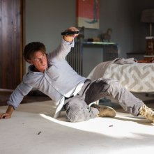 The Gunman: Sean Penn in una rocambolesca scena action tratta dal film