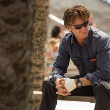 The Gunman: Sean Penn nei panni di Jim in una scena