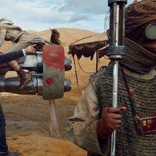 Star Wars: Episodio VII - Il Risveglio della Forza - J.J. Abrams dà indicazioni sul set in una delle immagini realizzate per Vanity Fair