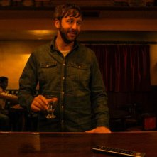 Calvario: Chris O'Dowd in una scena