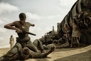 Mad Max: Fury Road, Charlize Theron in una rocambolesca scena del film