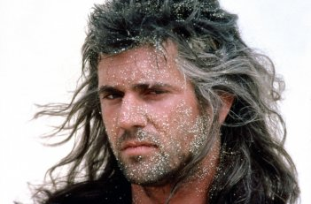 Mel Gibson in una scena di Mad Max oltre la sfera del tuono