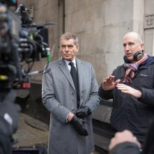 Survivor: il regista James McTeigue sul set con Pierce Brosnan