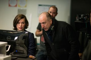 Survivor: il regista James McTeigue sul set con Milla Jovovich