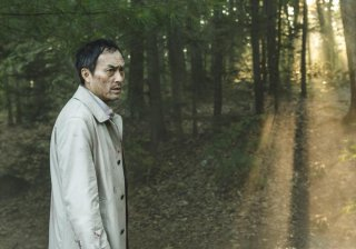The Sea of Trees: Ken Watanabe cammina solo nella foresta in una scena del film