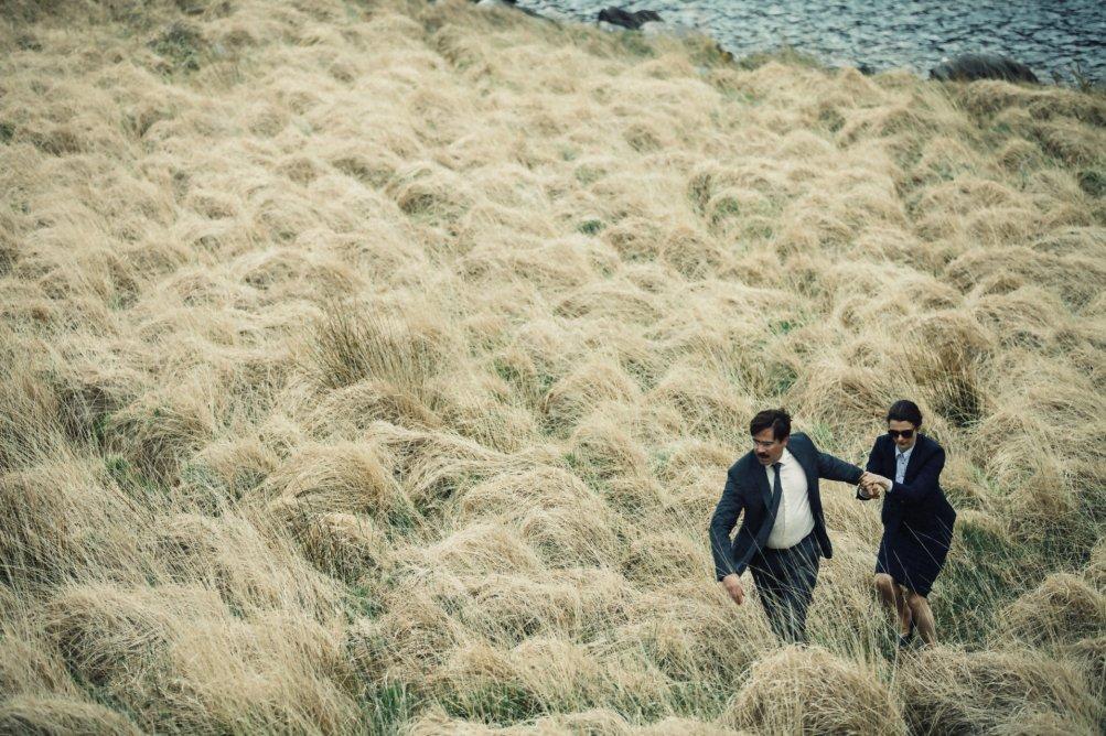The Lobster: Colin Farrell e Rachel Weisz in fuga nell'erba