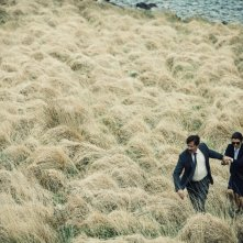 The Lobster: Colin Farrell e Rachel Weisz in fuga nell'erba