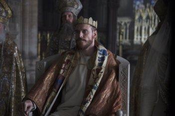 Macbeth: Michael Fassbender nei panni di Macbeth in una scena del film