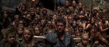 Mad Max oltre la sfera del tuono: Mel Gibson con la tribù di bambini