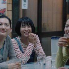 Our Little Sister: Haruka Ayase, Masami Nagasawa, Kaho e Suzu Hirose in una scena