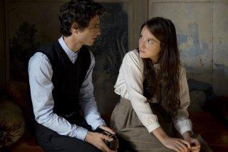 Marguerite et Julien: Anaïs Demoustier insieme a Jérémie Elkaïm in una scena del dramma romantico