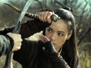 The Assassin: Shu Qi in posizione di difesa in una scena del film