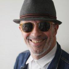 Dheepan - Una nuova vita: il regista Jacques Audiard sorride in una foto promozionale