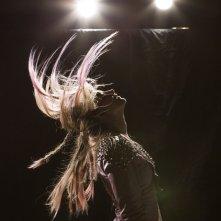 Jem and the Holograms: Aubrey Peeples in una spettacolare foto di scena