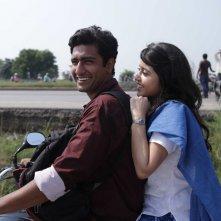 Fly Away Solo: una sequnza del film di Neeraj Ghaywan