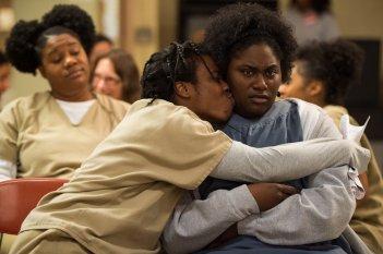 Orange is the New Black: Uzo Aduba in una scena della terza stagione