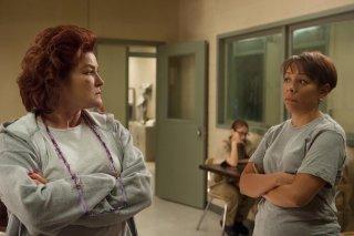 Orange is the New Black: l'attrice Kate Mulgrew in un momento della terza stagione