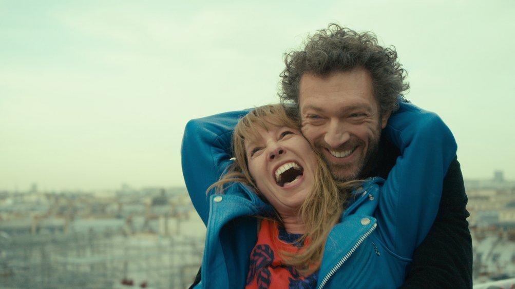 Mon roi: Vincent Cassel con Emmanuelle Bercot in una scena del film con la regista Maïwenn in una foto dal set