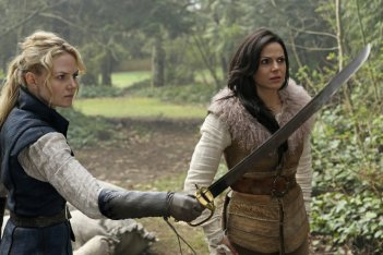 C'era una volta: Jennifer Morrison e Lana Parrilla interpretano Emma e Regina in Operation Mongoose