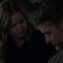 Revenge: Emily VanCamp e James Tupper nell'episodio Two graves