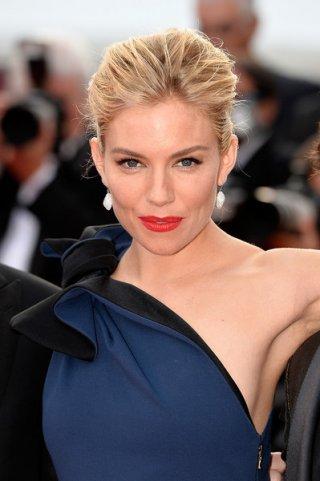 Cannes 2015: Sienna Miller in una foto della cerimonia d'apertura