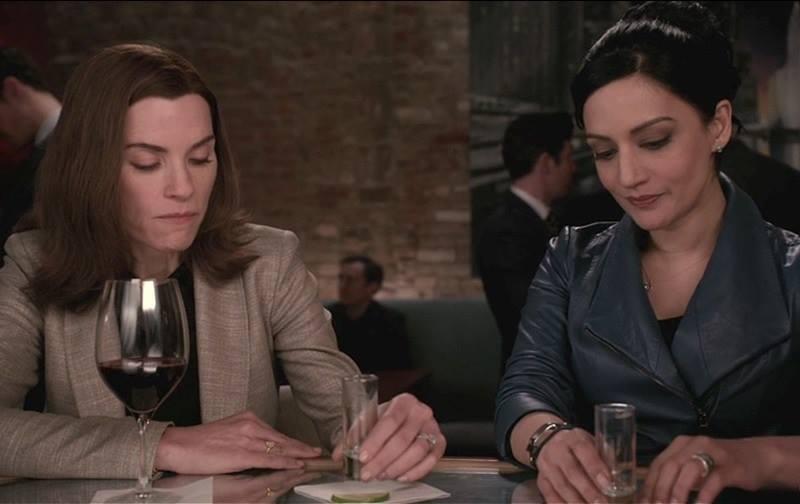 The Good Wife: le attrici Julianna Margulies e Archie Panjabi in una scena del season finale, intitolato Wanna Partner?