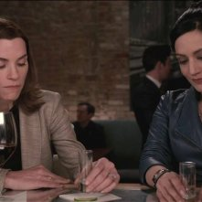 The Good Wife: le attrici Julianna Margulies e Archie Panjabi in una scena del season finale, intitolato Wanna Partner?