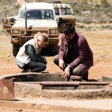 A Perfect Day: Tim Robbins e Mélanie Thierry in una scena del film