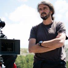 A Perfect Day: il regista Fernando Leon De Aranoa sul set del suo film