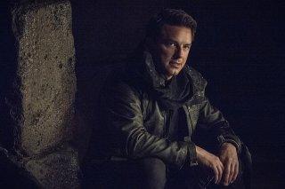 Arrow: John Barrowman interpreta Malcolm Merlyn in My Name Is Oliver Queen