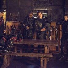 Arrow: Brandon Routh, David Ramsey, John Barrowman e Katie Cassidy in una scena del season finale My Name Is Oliver Queen