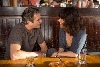 Irrational Man: Joaquin Phoenix in un'immagine del film con Parker Posey