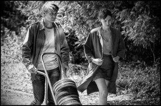 In the Shadow of Women: Stanislas Merhar e Clotilde Courau in una scena