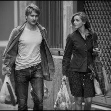 In the Shadow of Women: Stanislas Merhar e Clotilde Courau in una sequenza del film di Philippe Garrel