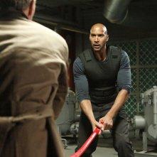 Agents of S.H.I.E.L.D.: Henry Simmons in una scena del season finale intitolato S.O.S.