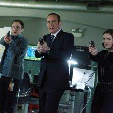 Agents of S.H.I.E.L.D.: Iain De Caestecker, Clark Gregg ed Elizabeth Henstridge in S.O.S.