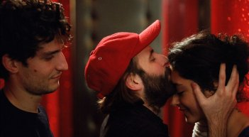 Les Deux Amis: Golshifteh Farahani in una scena con Vincent Macaigne e Louis Garrel