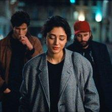 Les Deux Amis: Golshifteh Farahani con Vincent Macaigne e Louis Garrel in una scena del film