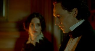 Crimson Peak: Tom Hiddleston in una scena del film