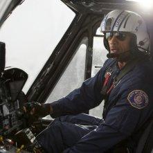 San Andreas: Dwayne Johnson in una scena action del film